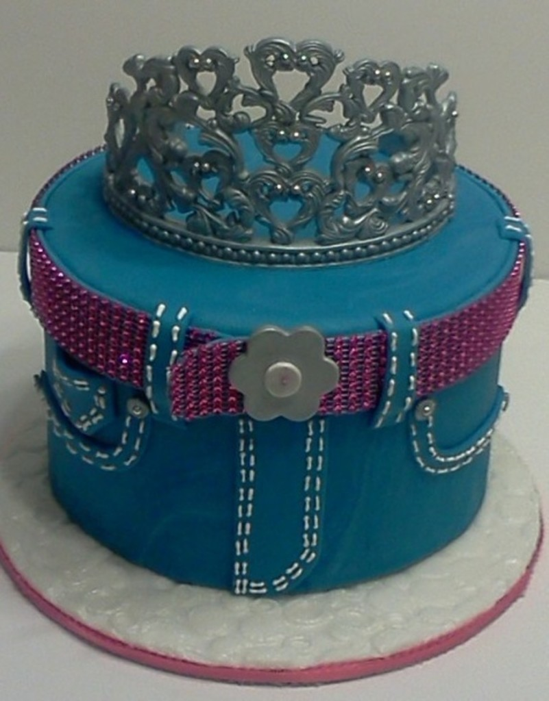 Top 30 Amazing Cakes with Tiaras - Page 14 of 30