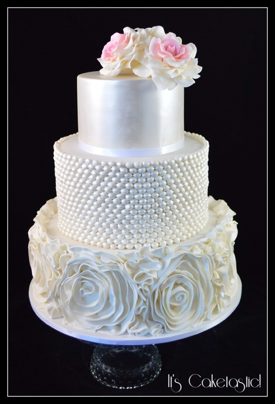 Top 30 Cakes With Elegant Pearls