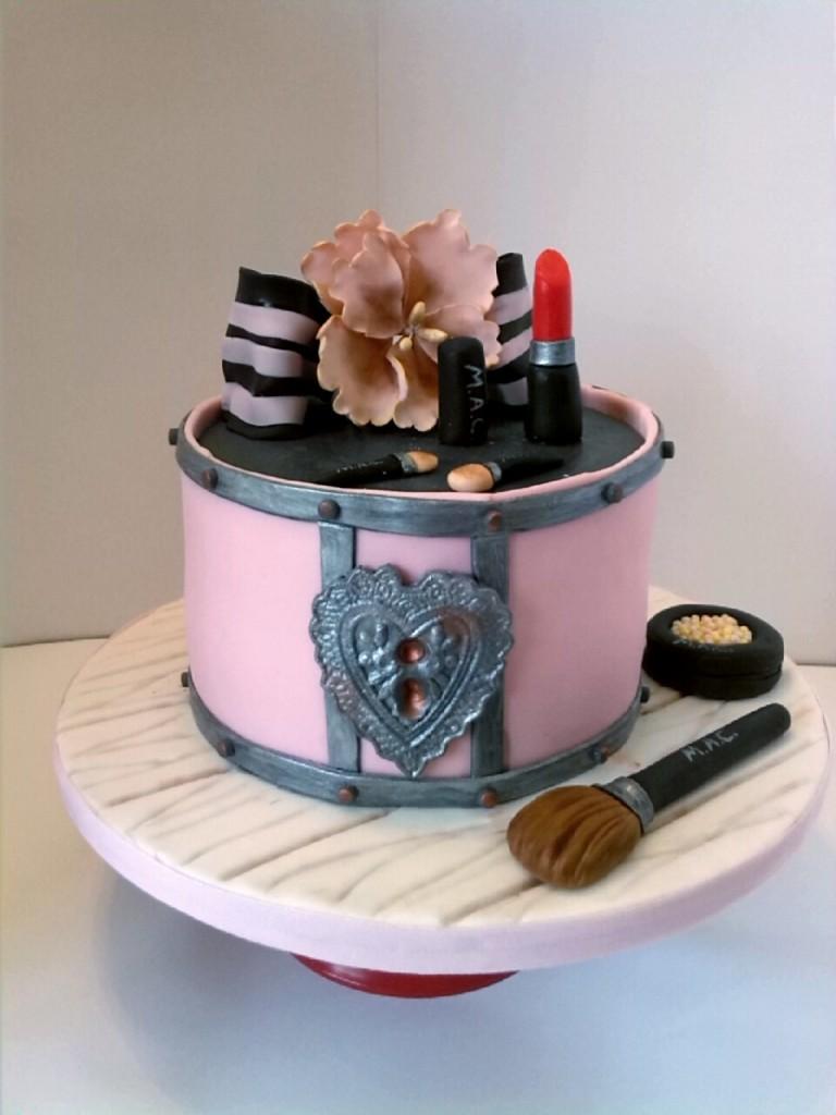 Beauty Case Cake