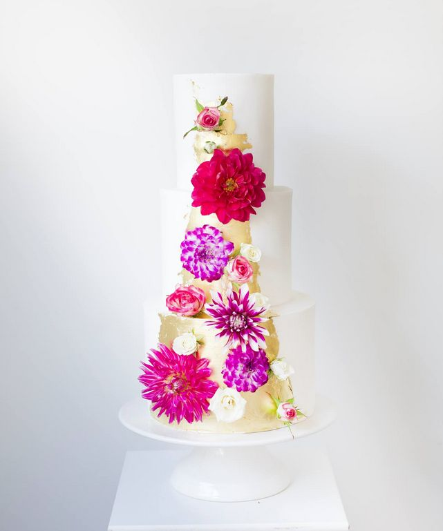 Stylish Wedding Cakes With Classical Details 1